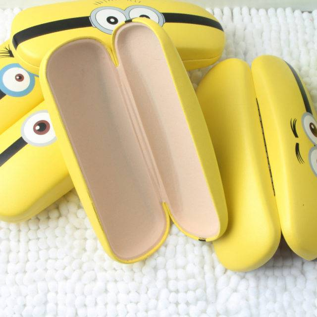 Cartoon Minions Pattern Hard Leather Glasses Case